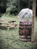Barril del whisky en un día lluvioso Imagenes de archivo