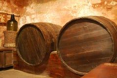 Barril viejo en sótano Foto de archivo libre de regalías