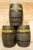 Barriles de cerveza etiquetados 'Pickering' Foto de archivo libre de regalías