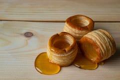 Barriles de la pasta con la miel fotografía de archivo libre de regalías