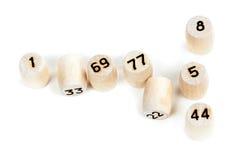 Barriles de madera con números de la loteria Imagenes de archivo