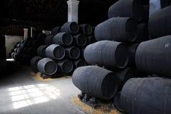 Barriles de madera marrones viejos Imagen de archivo libre de regalías