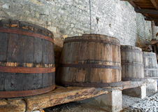 Barriles de madera viejos Imagen de archivo