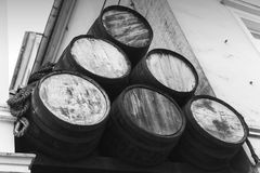 Barriles de madera viejos, primer al aire libre Foto de archivo libre de regalías