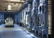 Barriles de Stell en fábrica del winemaker Imágenes de archivo libres de regalías