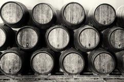 Barriles del whisky o de vino en blanco y negro Foto de archivo libre de regalías