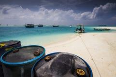 Barriles en la playa Imágenes de archivo libres de regalías