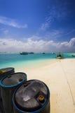 Barriles en la playa Fotos de archivo libres de regalías