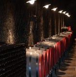 Barriles en un vino-sótano Imagen de archivo libre de regalías
