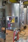 Barriles modernos del aluminio del vino Lagar de Vinakoper en Koper, Eslovenia Imagenes de archivo
