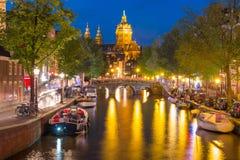 Barrio chino De Wallen de Amsterdam de la noche Fotos de archivo libres de regalías