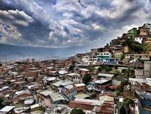 Barrio hispano del distrito 13 en Medellin Colombia Foto de archivo libre de regalías