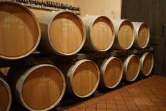 Barrique i en vinkällare Arkivbild