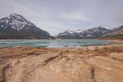 Barriär sjö- och monteringsBaldy landskap Fotografering för Bildbyråer