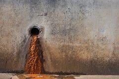 Barro de un tubo de desagüe fotografía de archivo libre de regalías