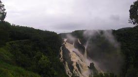 Barron在雨林里跌倒瀑布在Kuranda,昆士兰 影视素材