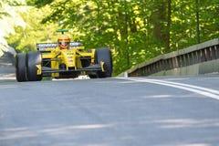Barry Walker in einem Formel 1-Rennwagen Jordaniens EJ12 lizenzfreie stockfotos