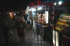Bars à jus locaux dans Luang Prabang du centre photo stock
