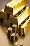 Bars d'or ! Argent et première vue financière image stock