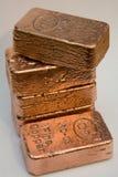 Bars de cuivre purs de lingot de 10 onces Photographie stock