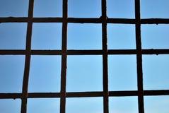 Bars en acier et ciel bleu photos libres de droits