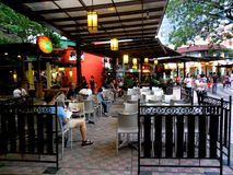 Bars und Restaurant in Eastwood City Lizenzfreies Stockbild