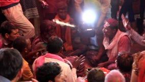 Barsana, India - 20180223 - Holi-Festival - de Video's Woeste Slagwerker van de Filmbemanning stock videobeelden
