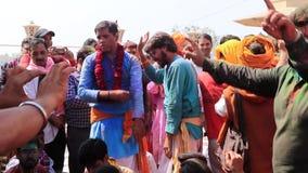 Barsana, India - 20180223 - Holi-Festival - Mensendans met Lei Around Necks stock footage