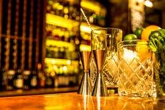 Barscène klaar voor een cocktail Stock Fotografie