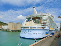 Barselona, Spaine - 2015年9月06日:海的游轮魅力拥有了皇家加勒比国际性组织 免版税库存图片