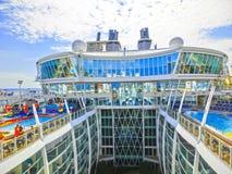 Barselona, Spaine - 6 Σεπτεμβρίου 2015: Η γοητεία κρουαζιερόπλοιων των θαλασσών ήταν κύρια βασιλικού καραϊβικού διεθνούς στοκ φωτογραφίες