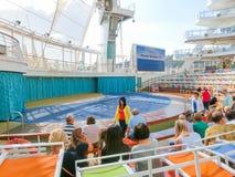 Barselona Spaine - September 06, 2015: Tjusningen för kryssningskeppet av haven ägde den kungliga karibiska internationalen Royaltyfria Bilder