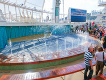 Barselona Spaine - September 06, 2015: Tjusningen för kryssningskeppet av haven ägde den kungliga karibiska internationalen Arkivbild