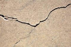 Barst in beton royalty-vrije stock afbeelding