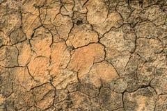 barst droge grond en rots ter plaatse bij de zomer stock fotografie