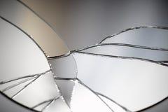 Barst en gebroken spiegel in een vooraanzichtbeeld stock afbeeldingen