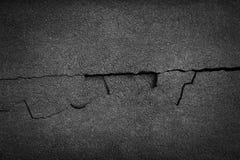 Barst gebroken ruw asfalt royalty-vrije stock foto's