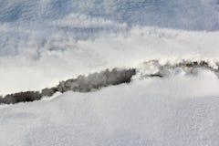 Barst op de sneeuwrivier in de lente stock afbeeldingen