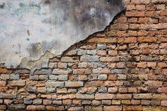Barst van bakstenen muur royalty-vrije stock fotografie