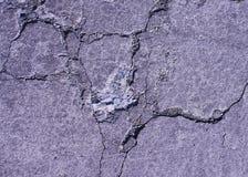 Barsten in concrete bestrating stock fotografie