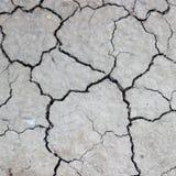 Barsten op droge aarde stock fotografie