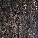 Barsten op zwarte achtergrond, geschilderde houten oppervlakte royalty-vrije stock foto