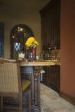 Barstool bij Keukeneiland in Huis Royalty-vrije Stock Fotografie