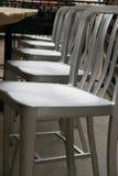 Barstools de plata en fila imagenes de archivo