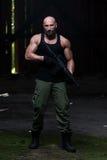 Bart-Mann mit einem Maschinengewehr Lizenzfreies Stockfoto