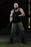 Bart-Mann mit einem Maschinengewehr Stockbilder