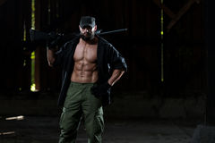 Bart-Mann mit einem Maschinengewehr Stockfotos