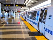BART Train på Sanen Francisco Airport Arkivfoto