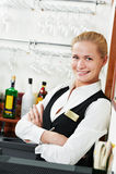 Bartender διευθυντών εστιατορίων γυναίκα στο χώρο εργασίας Στοκ Εικόνα