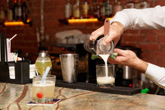 Bartender is making a cocktail Royalty Free Stock Photography